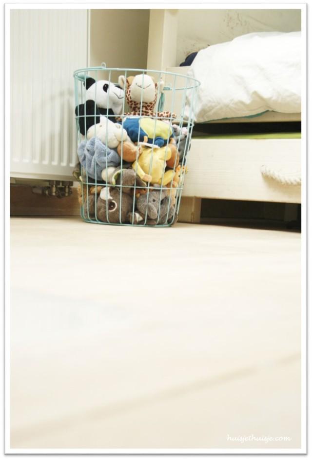 boysroom-wired basket-teddy-bears