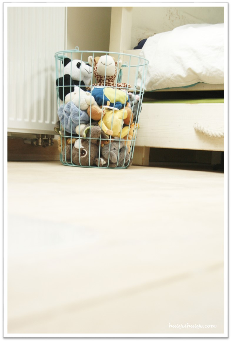 boysroom-wired basket-teddy-bears