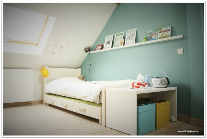 Loft - boysroom-blue-transportation-theme-helmet