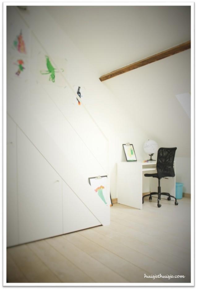 boysroom-desk-globe-kids-artwork-washitape