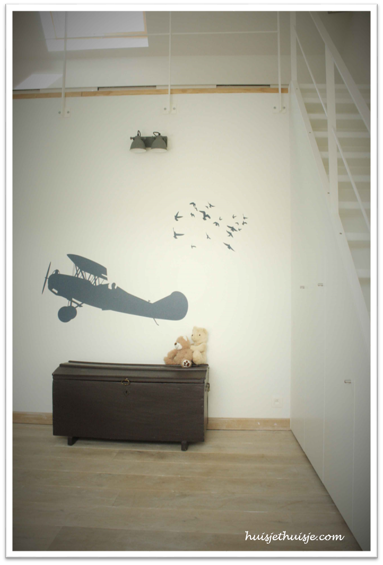 Loft - boysroom - planes - chest - kopie