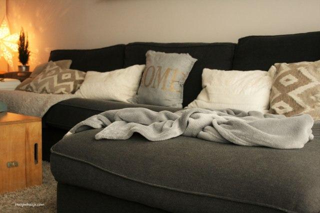 huisjethuisje-winterdecoration-sheepskin-soft_cushions-fleece_blanket