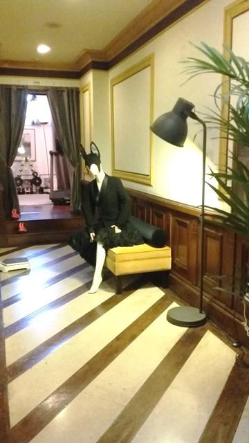 hotel-inglaterra-black-mannequin-gym-huisjethuisje