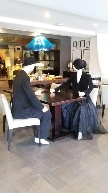 hotel-inglaterra-mannequin-couple-huisjethuisje
