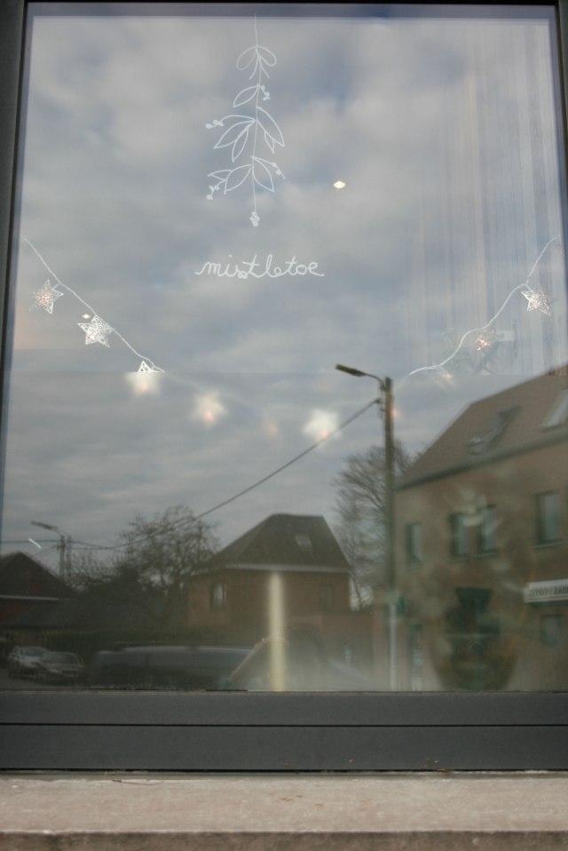 huisjethuisje-christmas-window-art-mistletoe