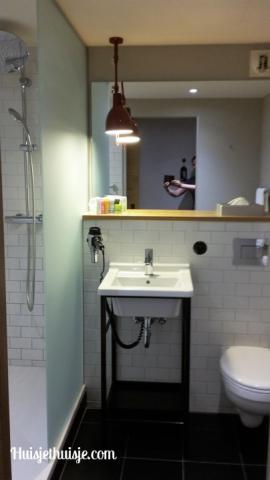 Huisjethuisje-binnenkijker-pentahotel-badkamer3